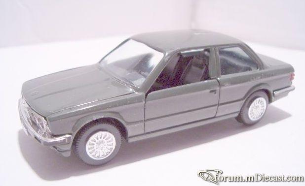 BMW E30 323i Gama.jpg