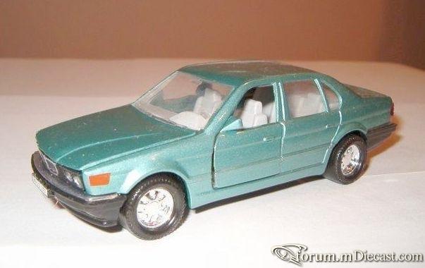 BMW E32 7-series 1986 Matchbox.jpg