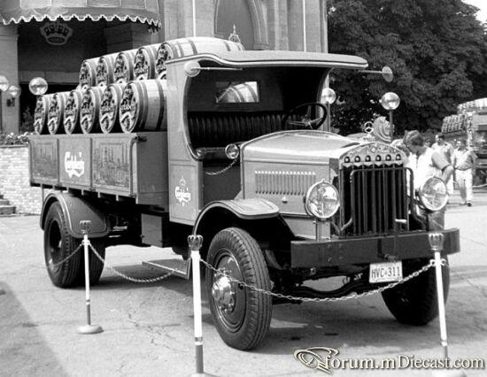 1927_Mercedes_Benz_L_2000.jpg