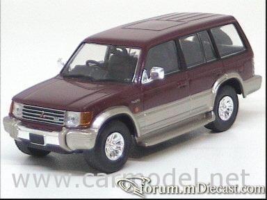 Mitsubishi Pajero 1997 LWB Del Prado.jpg