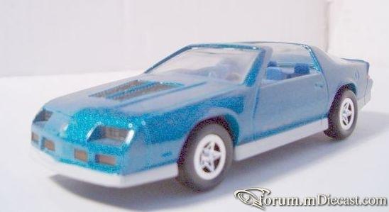 Chevrolet Camaro 1985 T-Top ERTL.jpg