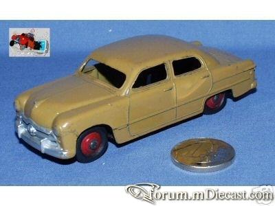 Ford 1949 4d.jpg