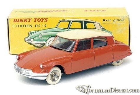 Citroen DS19 4d 1956 Dinky.jpg