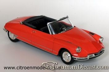 Citroen DS19 2d Cabrio 1961 Universal Hobbies.jpg