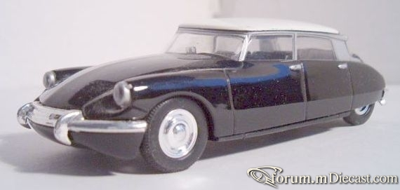 Citroen DS19 4d 1956 Del Prado.jpg