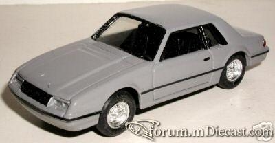 Ford Mustang 1982 2d ELC.jpg