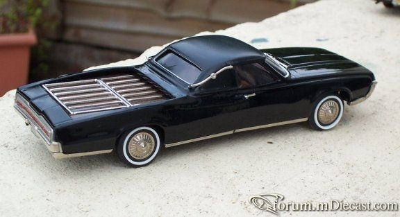 Ford Thunderbird 1967 Flower Car Brooklin-Roberts.jpg