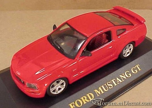 Ford Mustang 2005 GT Ixo.jpg