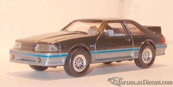 Ford Mustang 1988 GT ERTL.jpg