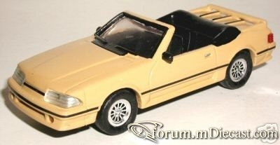 Ford Mustang 1988 GT Cabrio ERTL-ELC.jpg
