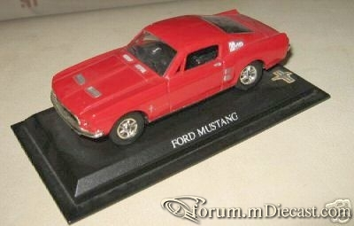 Ford Mustang 1965 Coupe Universal Hobbies.jpg