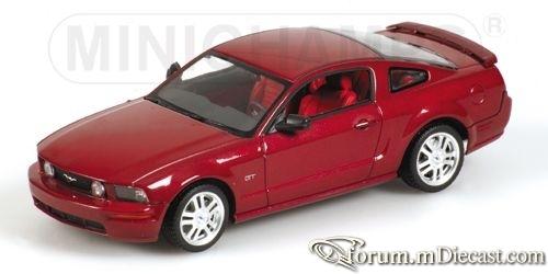 Ford Mustang 2005 GT Minichamps.jpg