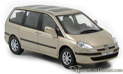 Peugeot 807 Cararama.jpg