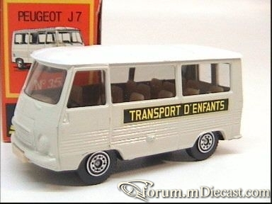 Peugeot J7 Bus Solido.jpg