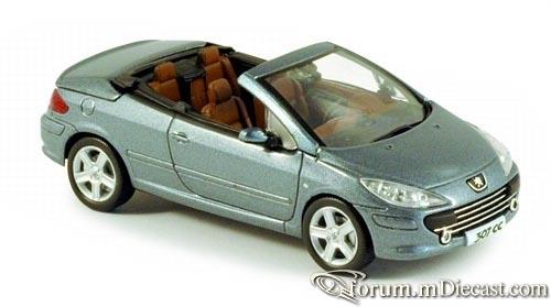 Peugeot 307 2005 Cabrio Norev.jpg