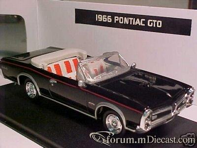 Pontiac GTO 1966 Cabrio New Ray.jpg