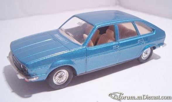 Renault 30TS Solido.jpg