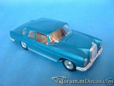 Mercedes-Benz W111 220SE 2d 1959 Solido.jpg