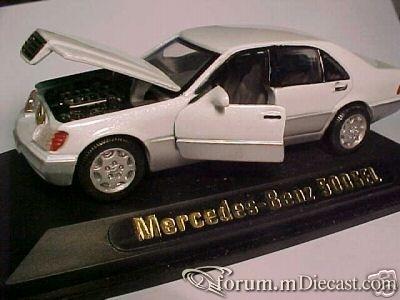 Mercedes-Benz W140 SEL Yatming.jpg
