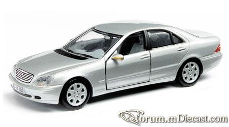 Mercedes-Benz W220 S 1998 Cararama.jpg