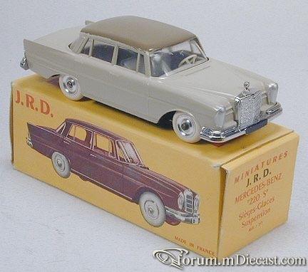 Mercedes-Benz W111 220SE 4d 1959 JRD.jpg