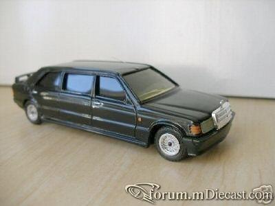 Mercedes-Benz W201 190E Limousine Solido-Korotaev.jpg