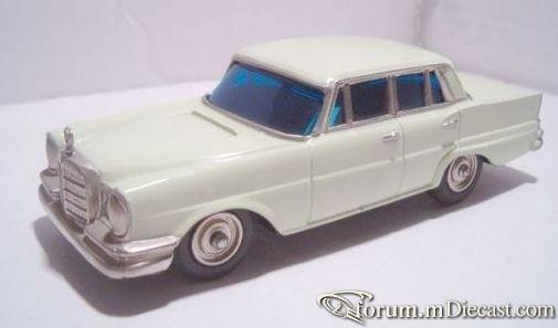 Mercedes-Benz W111 220SE 4d 1959 Sakura.jpg