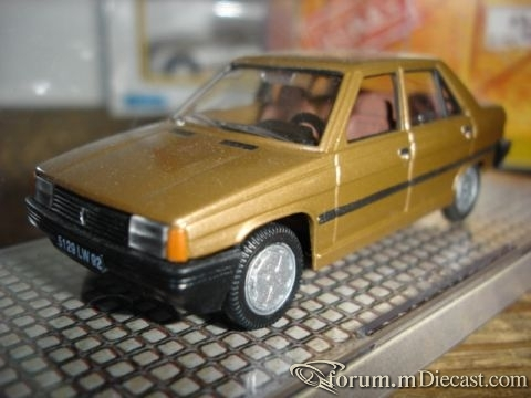 Renault 9 4d Norev.jpg