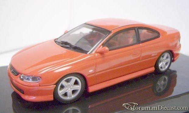 Holden Monaro CV8 Autoart.jpg