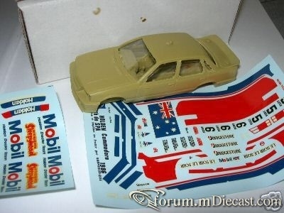 Holden Commodore 1986 MiniRacing.jpg