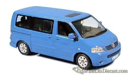 Volkswagen Transporter T5 2003 Bus Minichamps.jpg