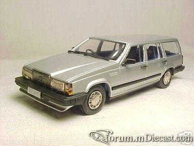 Volvo 740 Estate 1987 RobEddie.jpg