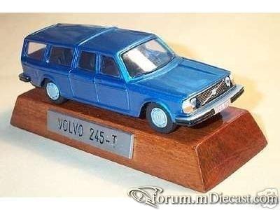 Volvo 245T 1975.jpg