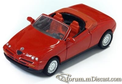 Alfa Romeo Spider 1999 New Ray.jpg