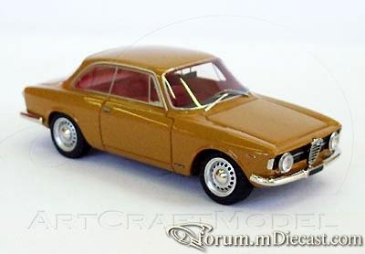 Alfa Romeo Giulia Sprint 1966 Looksmart.jpg