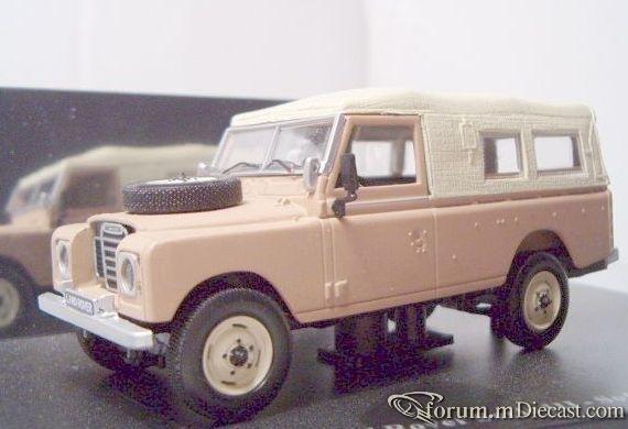 Land Rover Series III LWB 1971 Universal Hobbies.jpg
