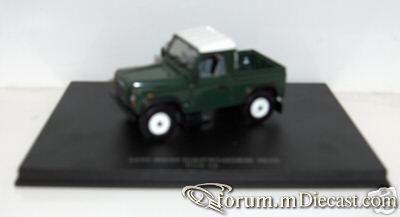 Land Rover Defender 90 Pickup UniversalHobbies.jpg