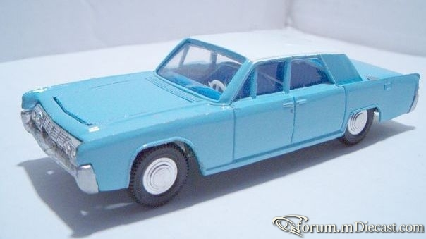Lincoln Continental 1961 4d Dinky.jpg