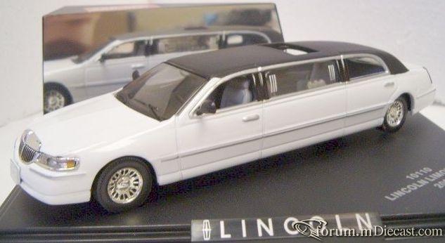 Lincoln Town Car 2000 Limousine Sun Star.jpg