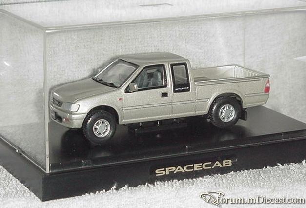 Isuzu Spacecab.jpg