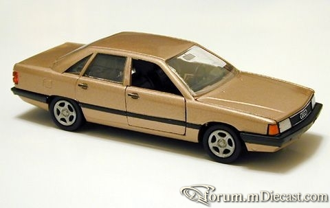 Audi C3 100 4d 1983 Conrad.jpg