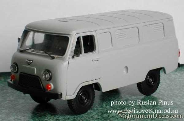 UAZ 452 1966 Tantal-Pinus.jpg