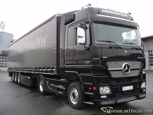 MB-Actros-1861-Black-Edition-Holz-140405-03.jpg