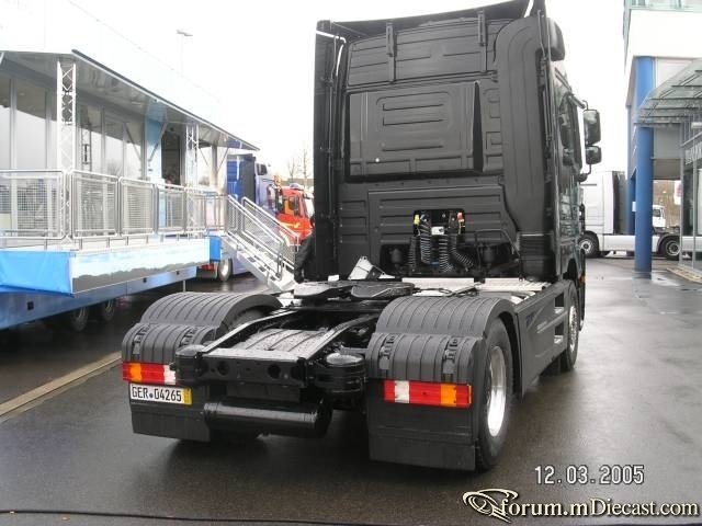 MB-Actros-1861-MP2-Black-Edition-Scholz-130305-01.jpg