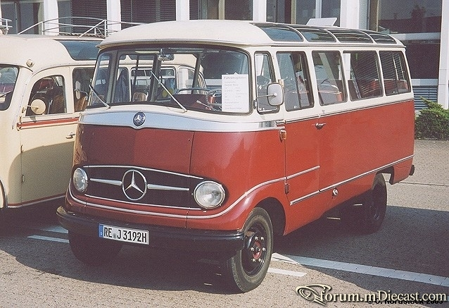 03091011-Mercedes-O319-Klein-Reisebus-weiss-weinrot.jpg