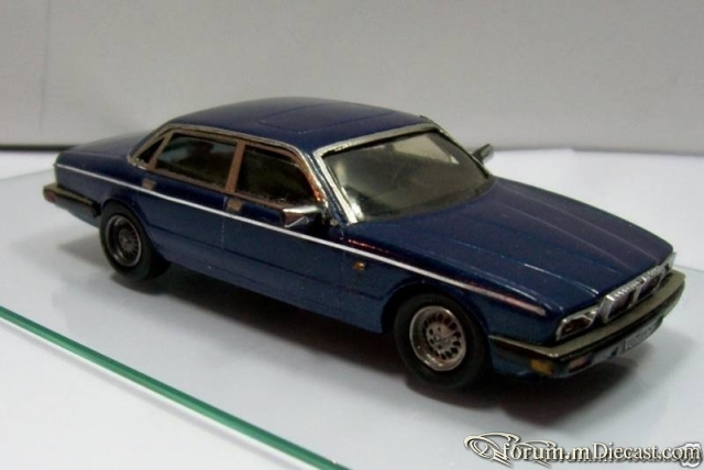 Daimler Double Six Serie 4 Mog Models