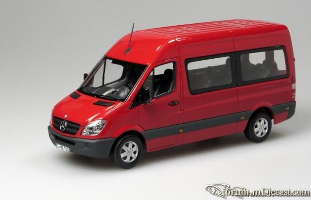 Mercedes-Benz Sprinter Serie 3 Bus Minichamps