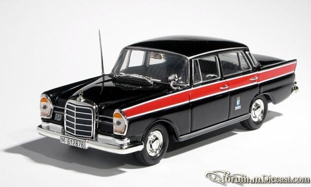 Mercedes-Benz W111 220 SE Taxi Madrid Vitesse