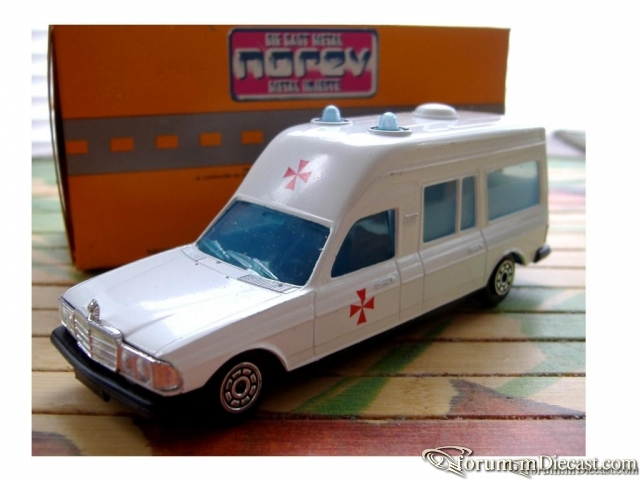 Mercedes-Benz W123 Ambulance Norev