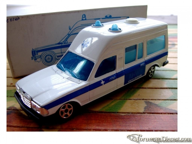Mercedes-Benz W123 Ambulance Norev